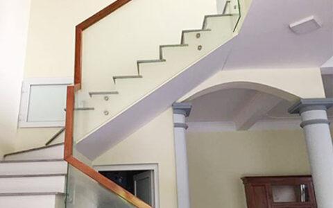 Cầu thang kính 12 tại hải phòng
