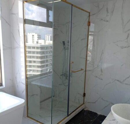 tầm quan trọng của việc lựa chọn kích thước phòng tắm kính